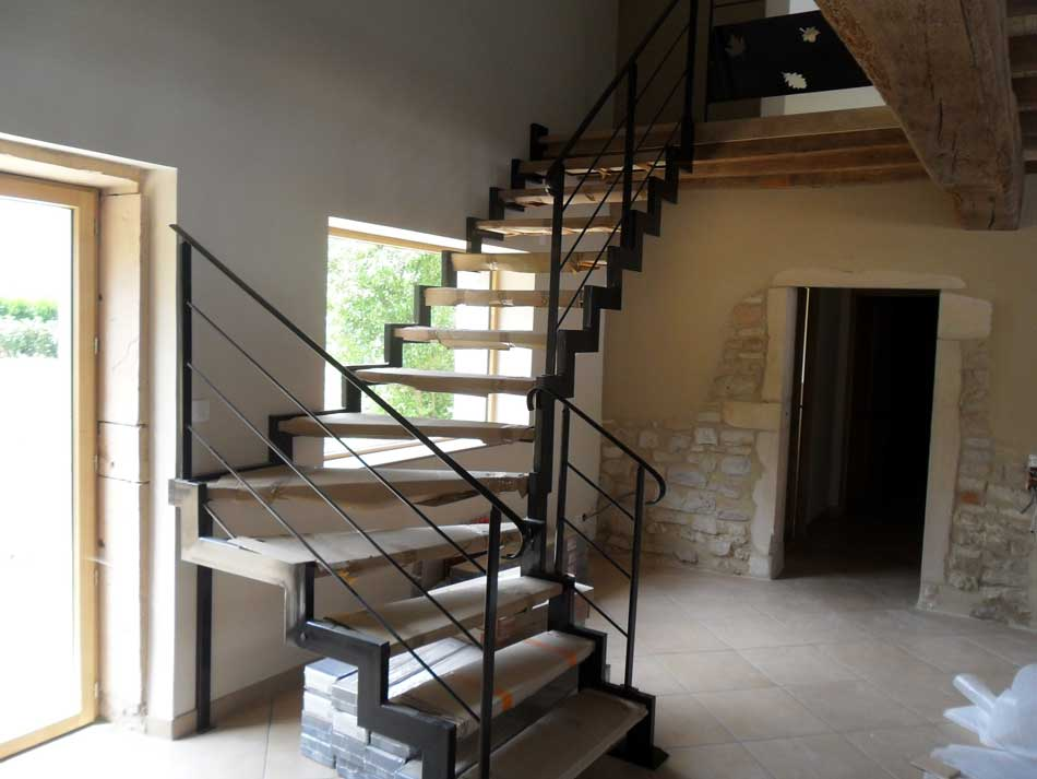Escalier 1 4 tournant m tal bois limon cr maill re cg for Limon escalier interieur